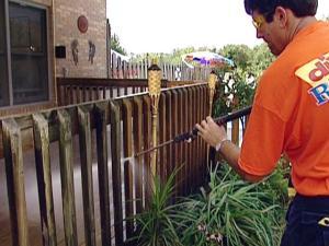 schutting hout waterdicht maken, schutting behandelen, schutting waterafstotend maken, schutting reinigen
